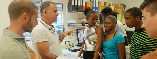Des futurs techniciens de laboratoire en visite à l'Institut Pasteur de la Guyane